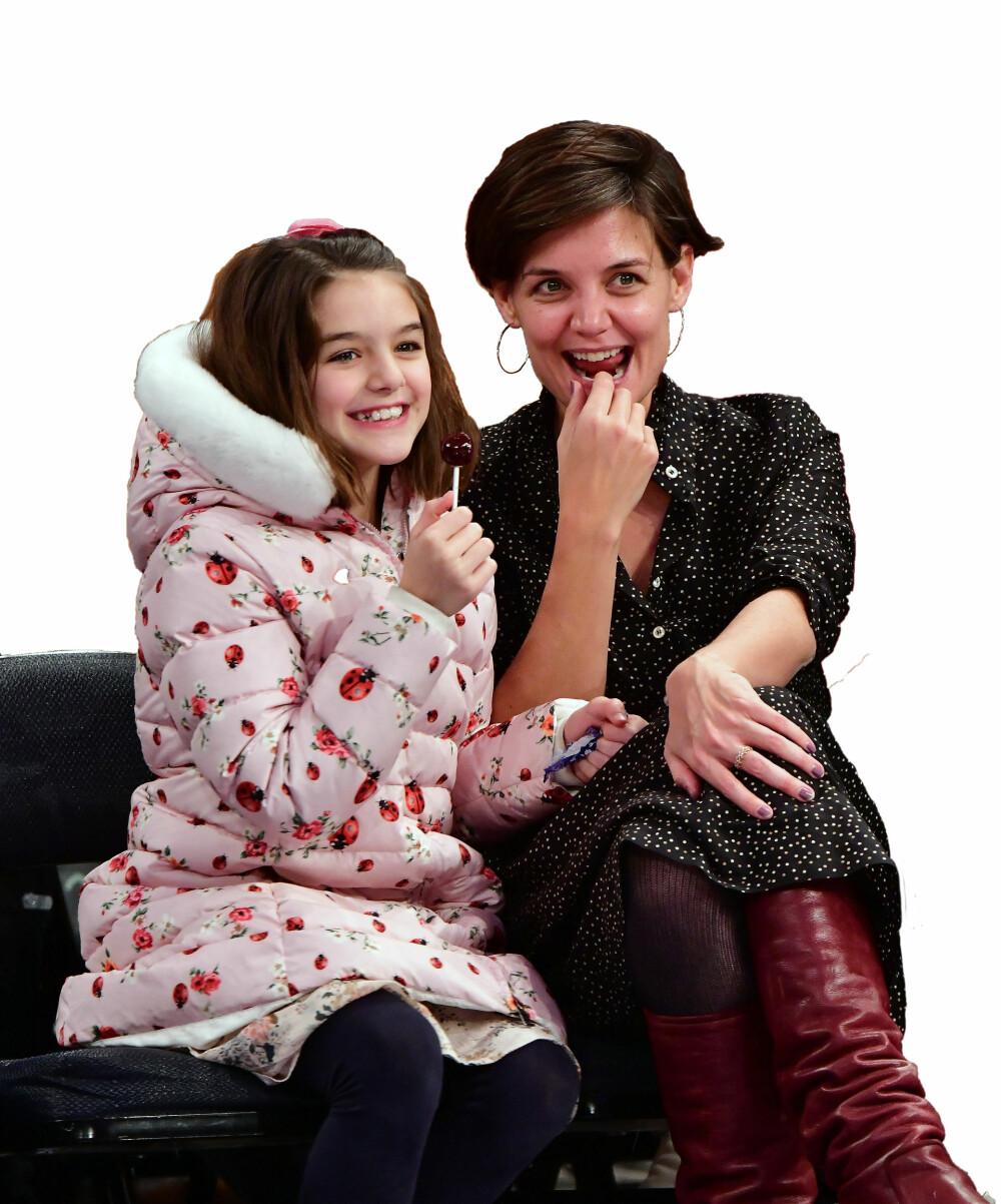 GOD BLANDING AV MAMMA OG PAPPA: Suri Cruise (13) og mamma Katie Holmes (40).