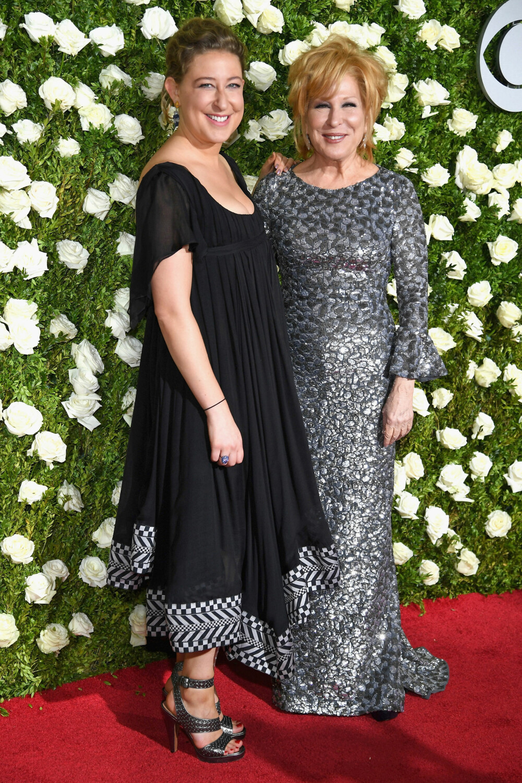 INGEN TVIL: Det er lett å se at Bette Midler (73) og datteren Sophie (32) er i slekt.