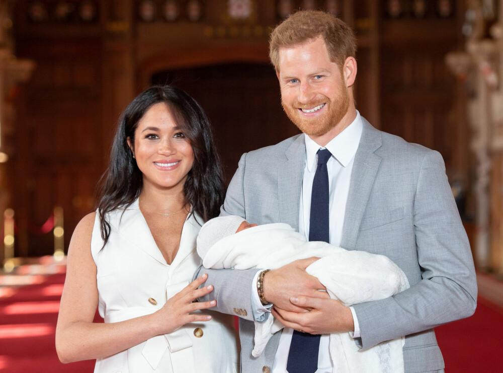 <b>LYKKELIGE: </b>To dager gammel ble lille Archie Harrison Mountbatten-Windsor vist frem av de stolte foreldrene Meghan og Harry på Windsor Castle.