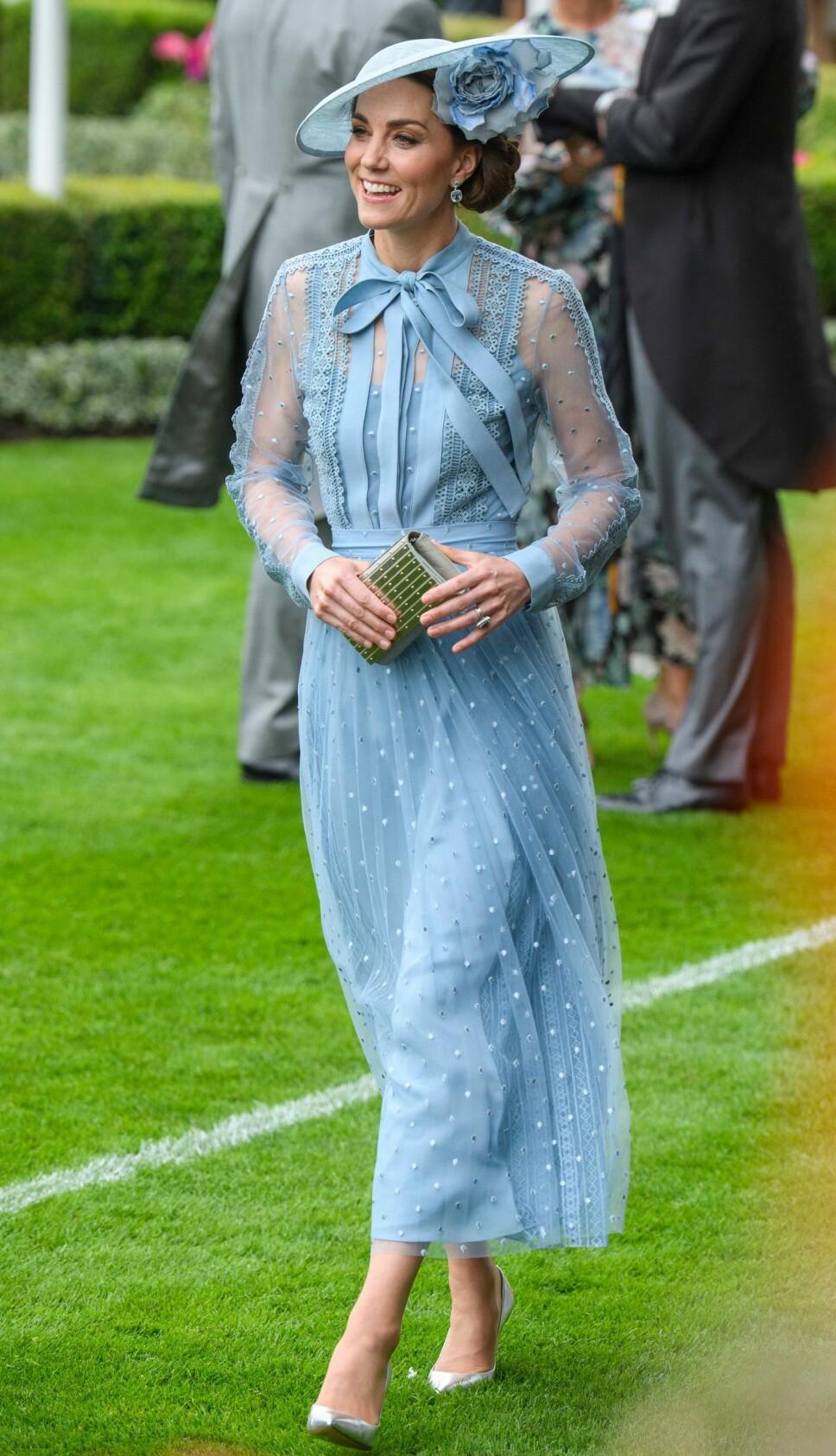 Hertuginne Kate i en nydelig kjole fra Elie Saab.