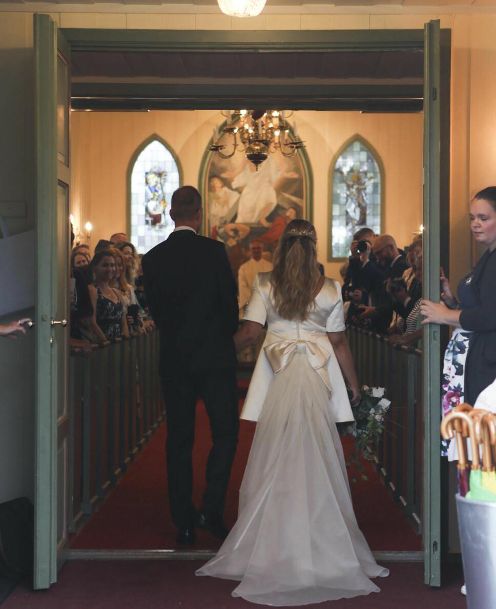 STEMNINGSFULLT: Kjærligheten ble feiret på Tjøme lørdag, da Henriette Steenstrup og Rune Assman ga hverandre sitt ja.