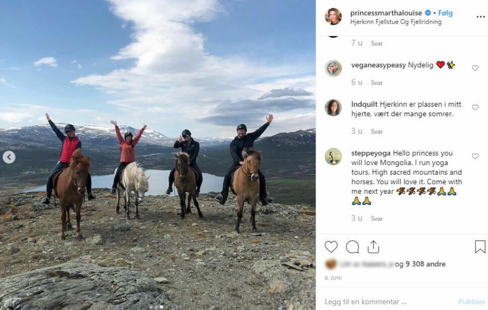 PÅ HESTERYGGEN: Märtha har rukket mye denne sommeren - blant annet flere turer på hesteryggen.