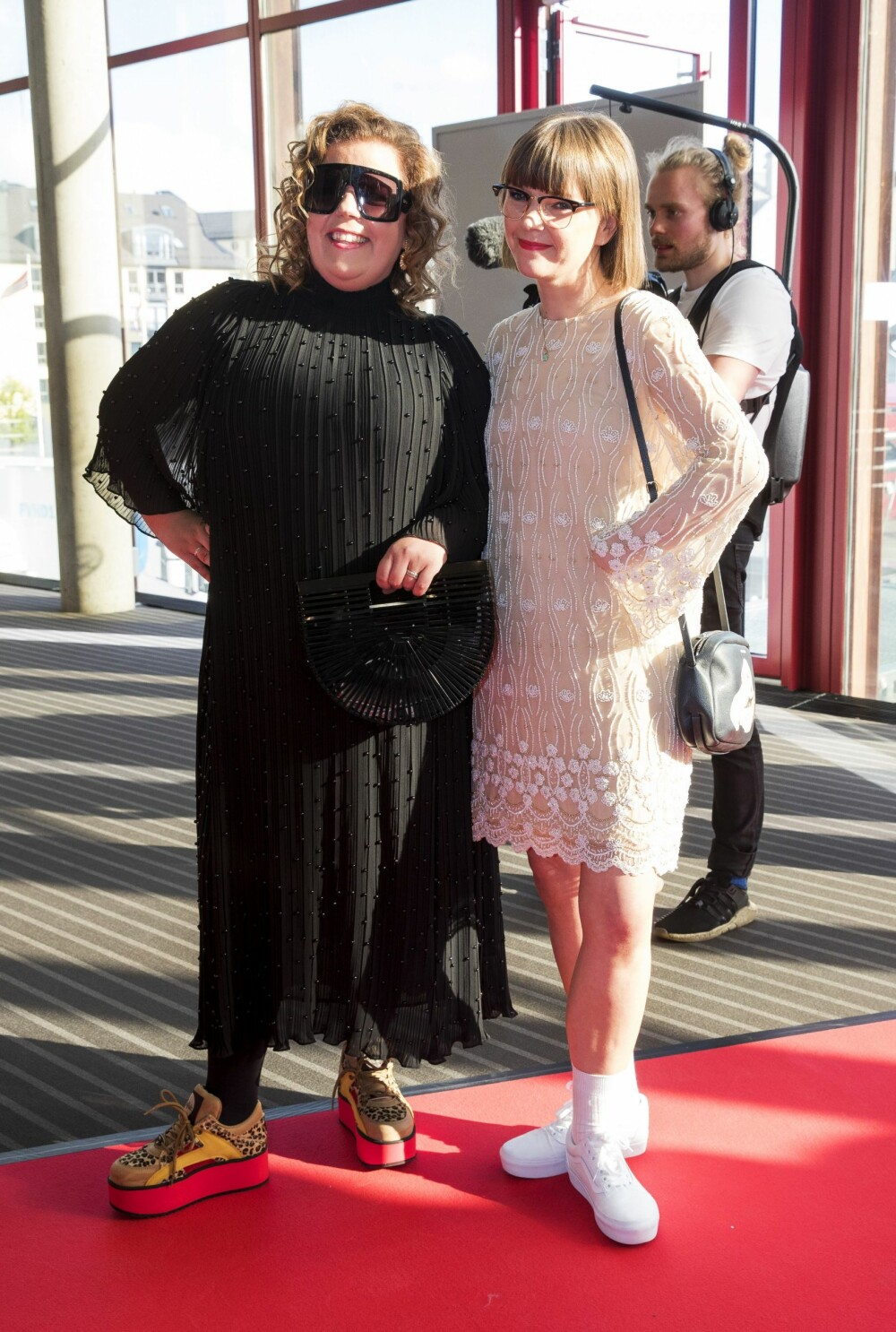 NÆRE BÅND: Else og programledersøsteren Cecilie Ramona er hverandres beste venner. Her er de under Gullruten i Bergen tidligere i år.