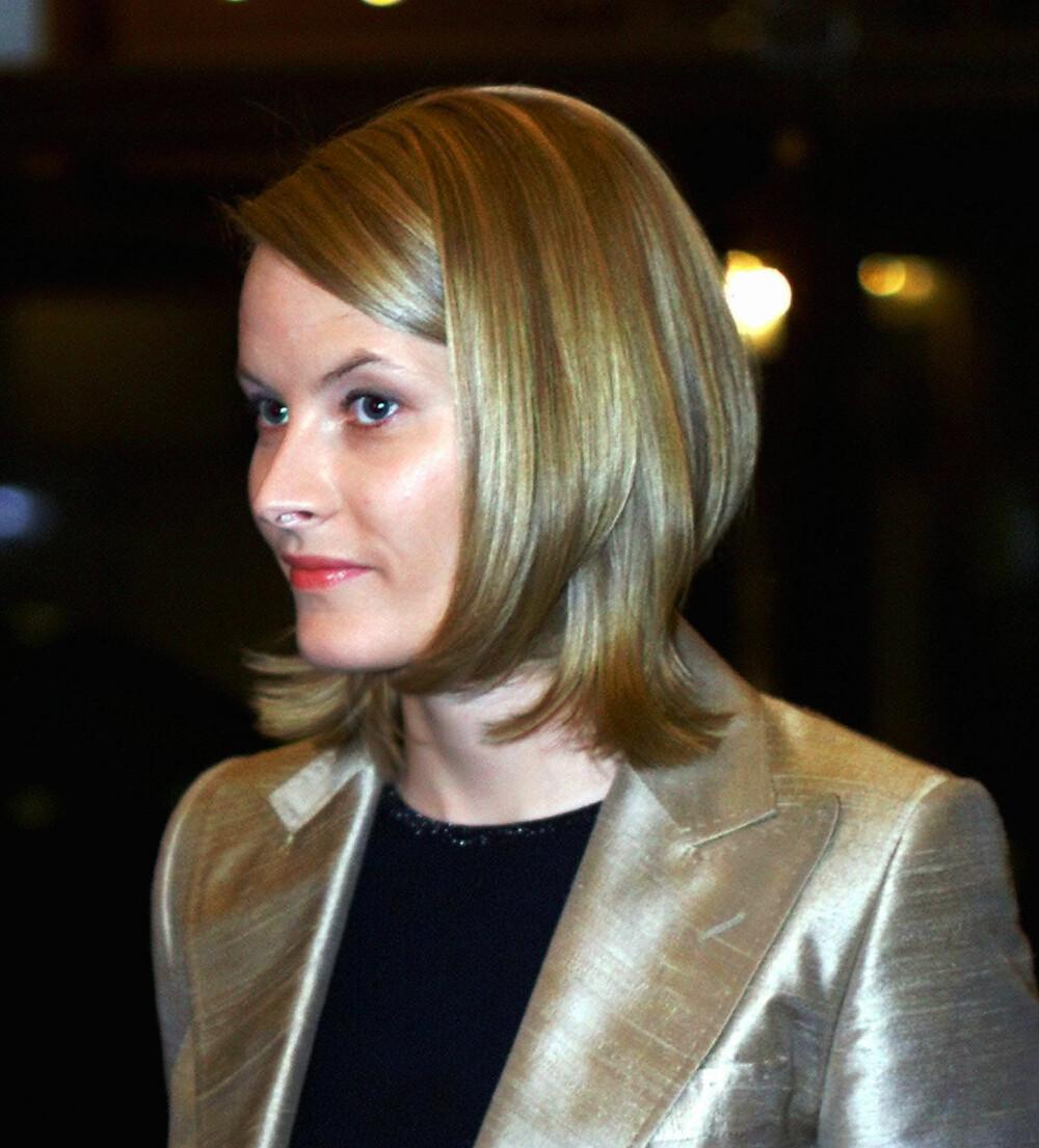 HEI SVEIS: Et par måneder etter forlovelsen dukket Mette-Marit opp med en langt mørkere og kortere frisyre. Det gikk ikke så lang tid før hun var lys blondine igjen.