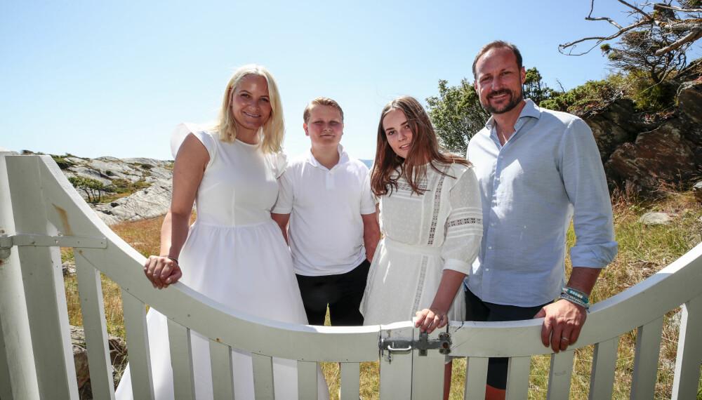 PÅ FERIE: Kronprinsfamilien på ferie på Dvergsøya i 2019.