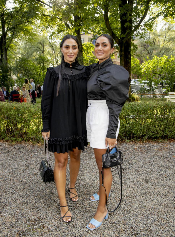 PÅ FESTEN FOR FØRSTE GANG: Tvillingene Wanda og Vita Mashadi har raskt blitt kjendiser, og gjestet Aschehougs hagefest for første gang. Duoen har det siste året gitt ut en bok om personlig stil og kunsten å kle seg.