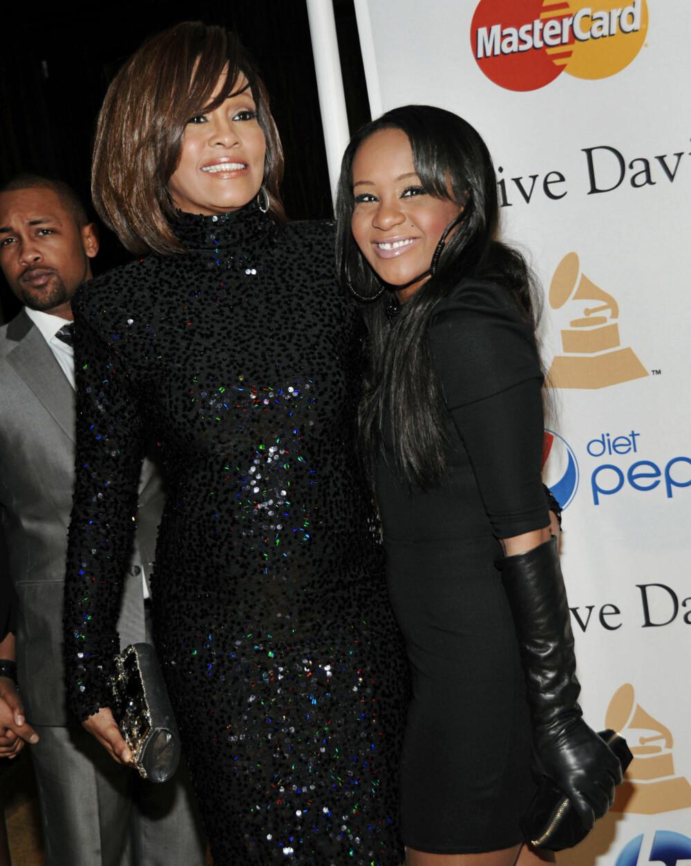 TRAGISK: Whitney Houston og datteren Bobbi Kristina døde med få års mellomrom.