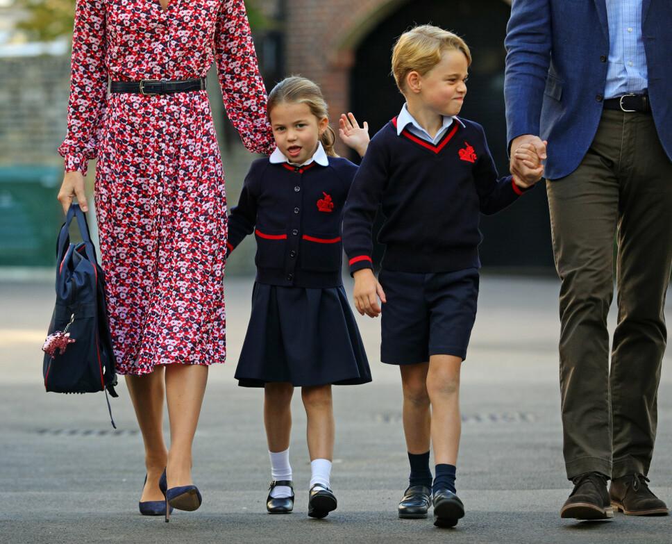 PÅ VEI TIL SKOLEN: Prinsesse Charlotte og prins George.