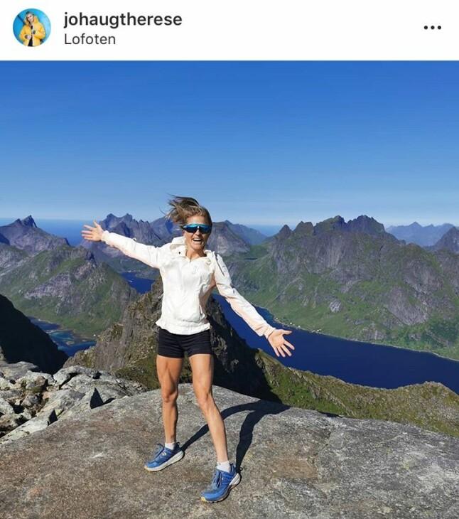ET LITE STYKKE NORGE: Sammen med kjæresten Nils Jakob Hoff nøt Therese Johaug det nydelige været og den fantastiske utsikten i Lofoten. Litt sjokolade ble det også.