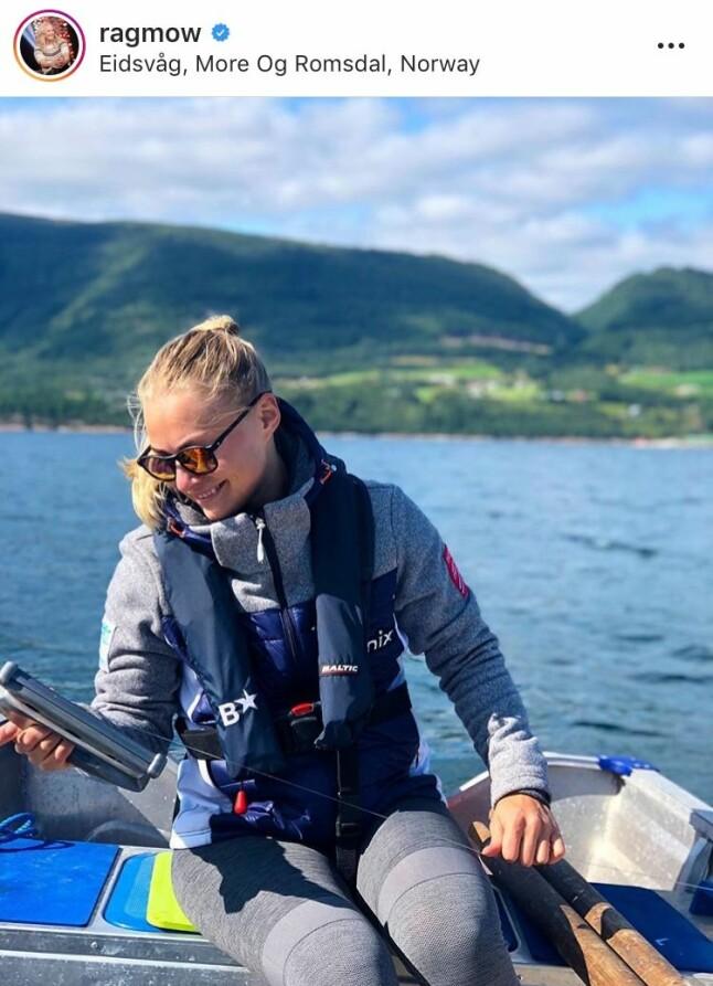 PÅ HJEMMEBANE: Ragnhild Mowinckel startet sommeren med en korsbåndoperasjon i Oslo. Etter det har alpinisten slappet av hjemme i Møre og Romsdal med fisking og bading i vakre omgivelser.