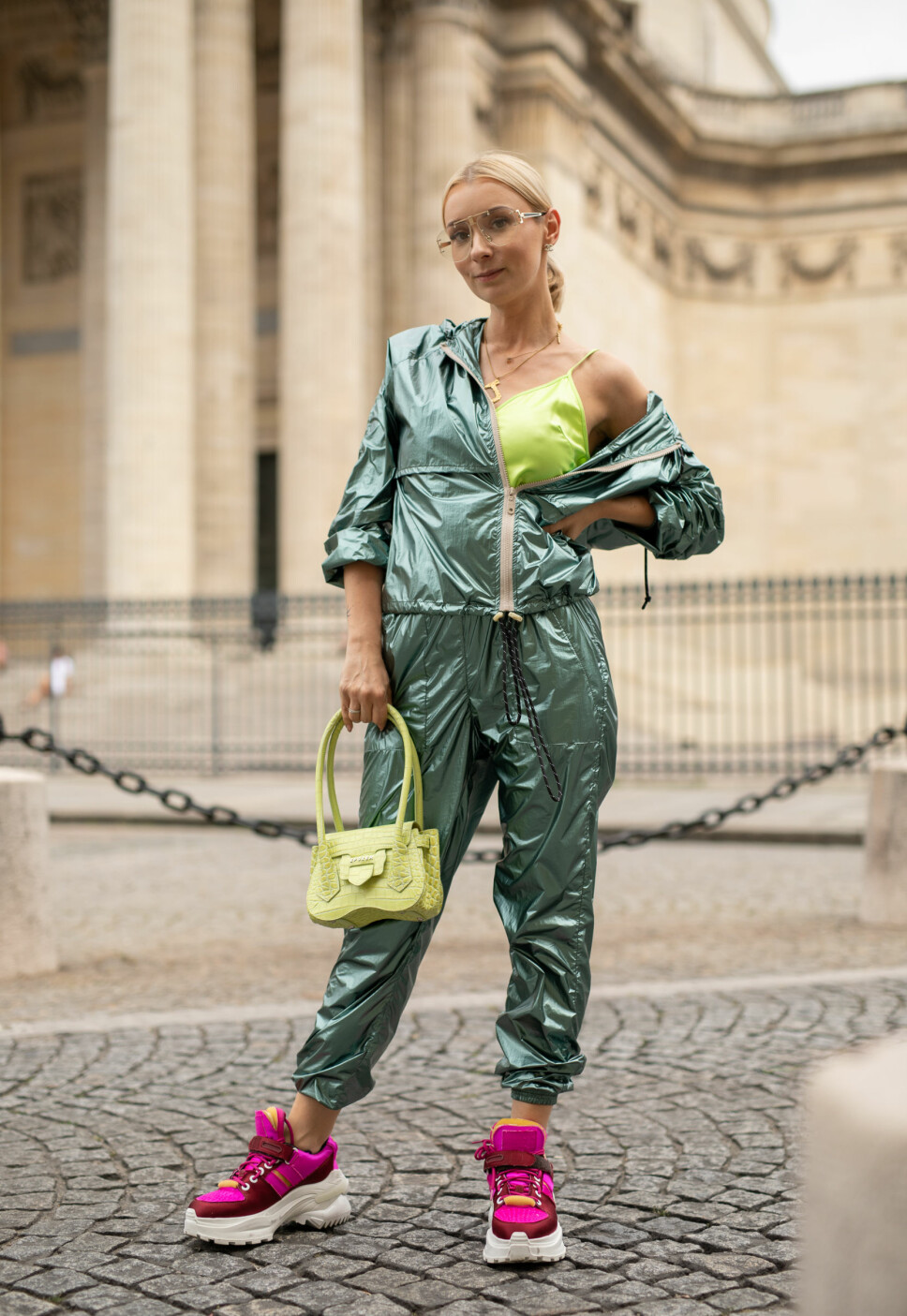 CHUNKY SNEAKERS ANNO 2019: Streetstyle med chunky sneakers under Paris Fashion Week i juni 2019.