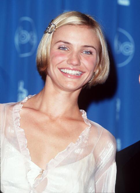 I 1998: Cameron DIaz med stor hårspenne i 1998.