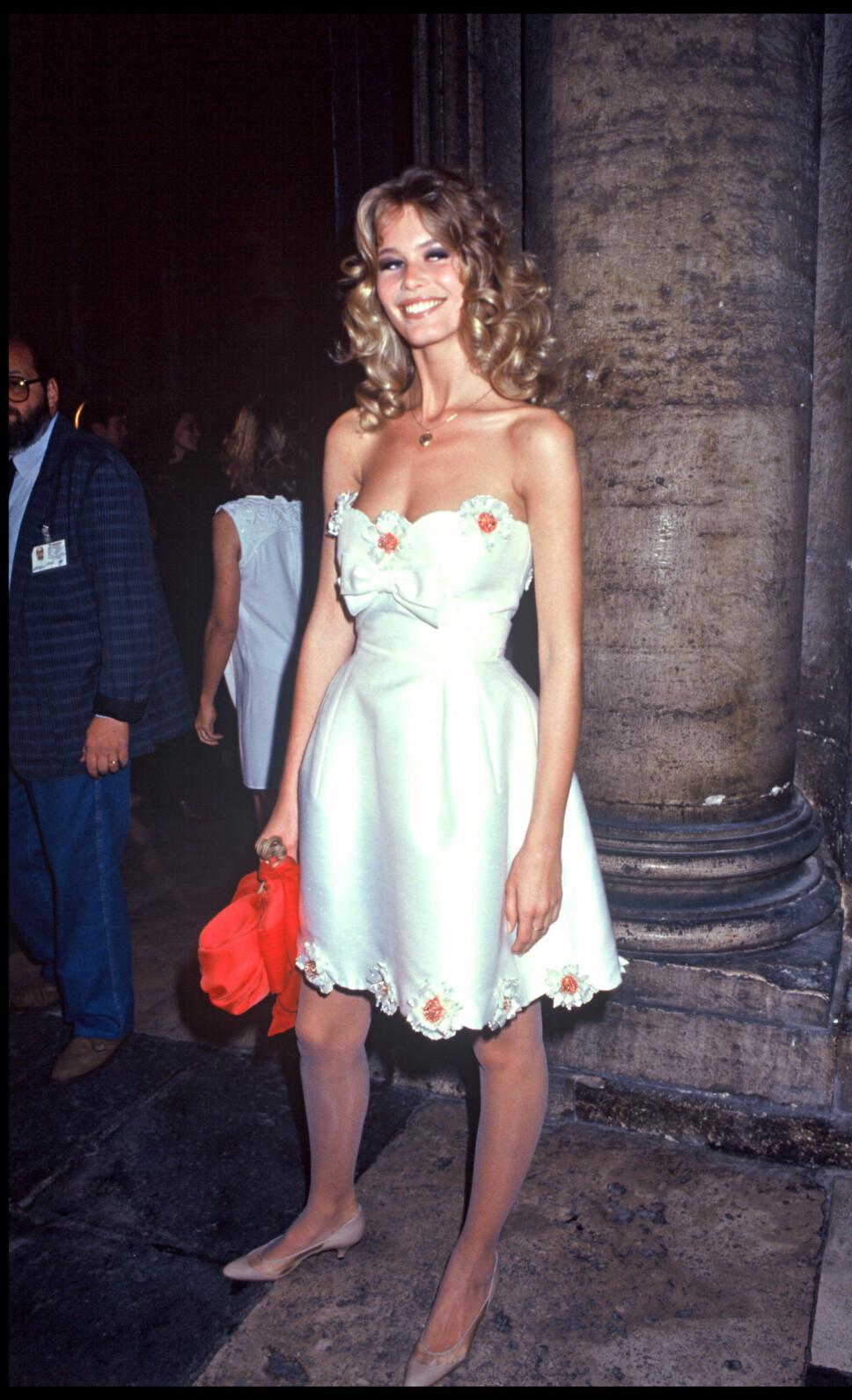 I 1991: Claudia Schiffer iført kitten heels i 1991, under feiringen av Valentinos 30 år som designer.
