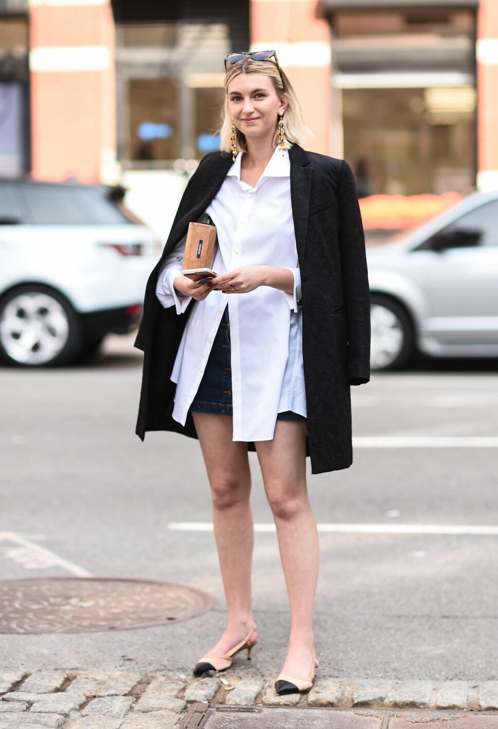 I 2019: Kitten Heels på 2019-måten. Her er en gjest på New York Fashion Week avbildet i de trendy skoene.