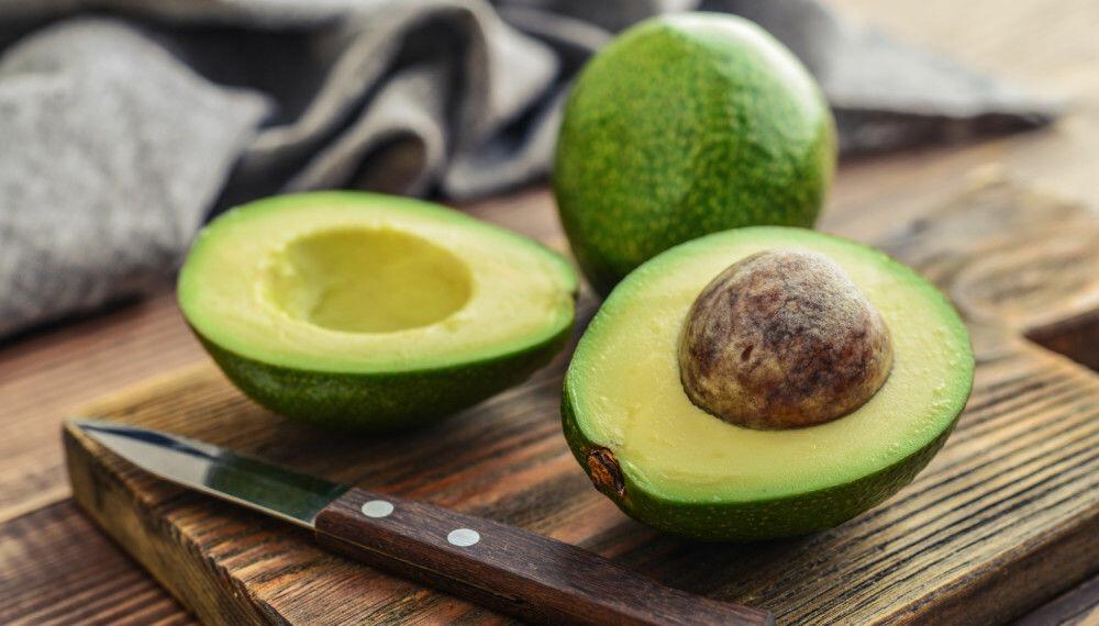 FORDELER OG ULEMPER: Avokado svært næringsrik for mennesker, men den får også skyld for avskoging og vannmangel.