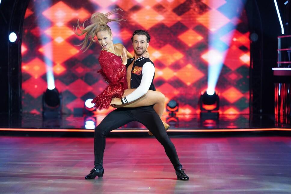 IMPONERER: Da Emilie ble spurt om å være med i «Skal vi danse», nølte hun ikke med å takke ja. Og 23-åringen har imponert dommerne med sine prestasjoner på parketten.