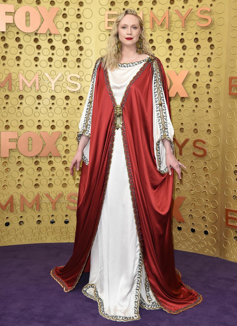 KONGELIG: Skuespiller Gwendolyn Christie så nærmest kongelig ut i denne kreasjonen fra Gucci.