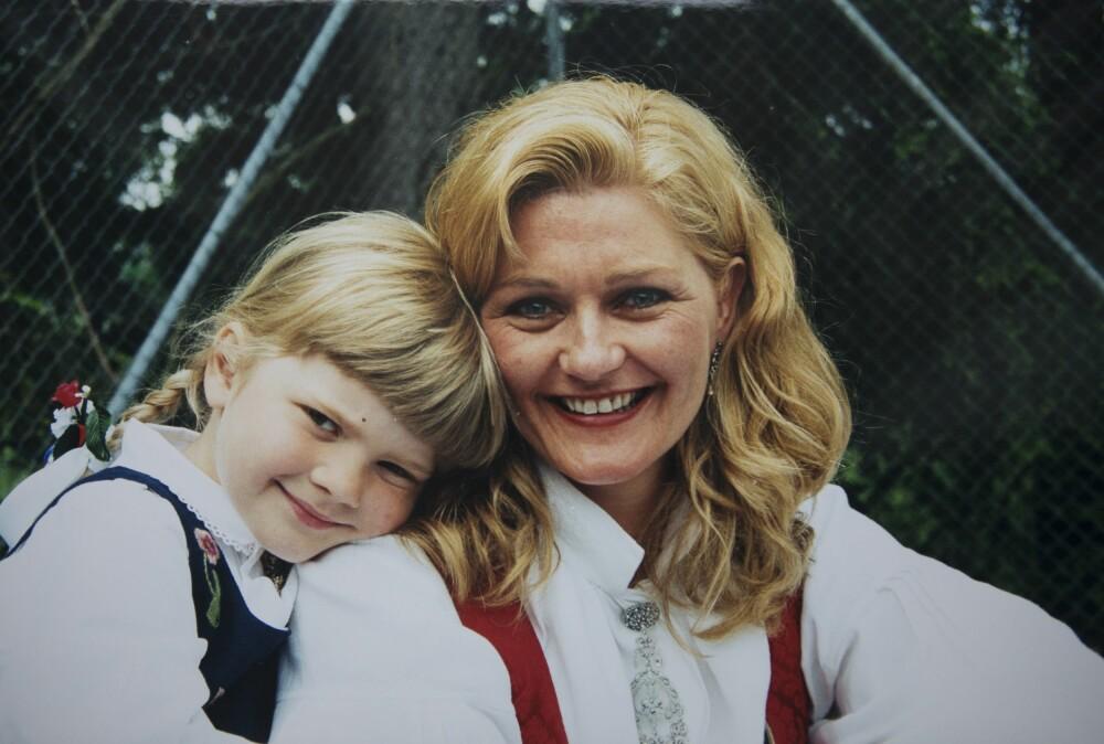 LIKHETEN MED MAMMA: – Jeg elsker å høre at jeg ligner på mamma, deler Ulrikke, både når det gjelder utseende og vesen. Her er Ulrikke 4,5 år.