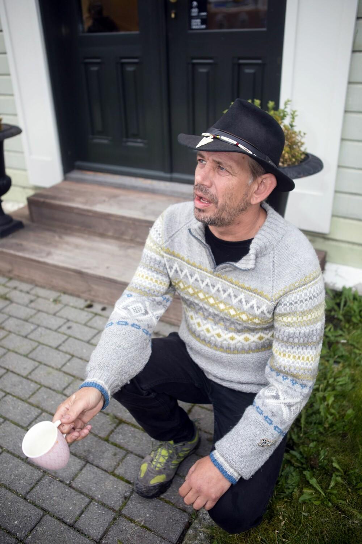 PÅ KNE: Ingen har fått Lothepus ned på kne ennå. Folk i Odda venter i spenning på at han skal fri til Randi.