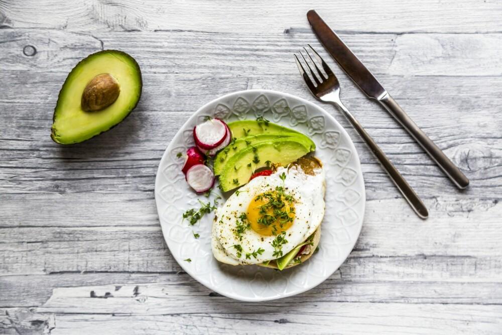 – Det siste tiåret har forbruket av egg økt fra 11 kilo til 13 kilo per person per år. Et egg varierer i størrelse, men dersom vi tar utgangspunkt i at eggene i gjennomsnitt veier 63 g, så utgjør det i gjennomsnitt 206 egg per person per år.