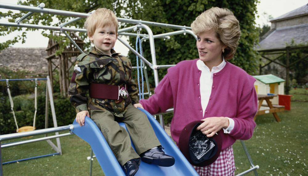 SAVN: Prins Harry legger ikke skjul på at savnet etter moren prinsesse Diana fortsatt preger hverdagen, 22 år etter at hun døde.