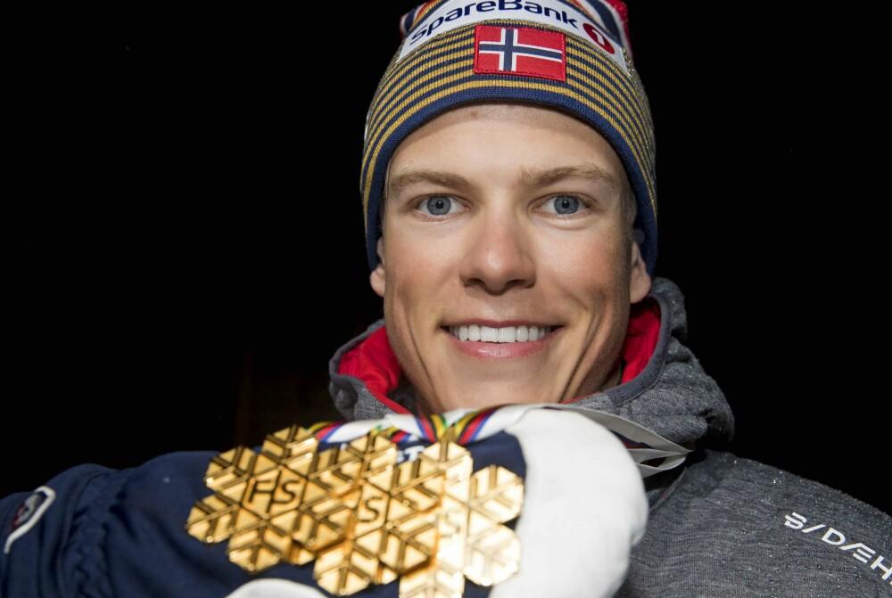 GULLGUTT: I slutten av november starter en ny sesong og nye muligheter for Johannes. Her med de tre VM-gullene fra Seefeld i vinter.