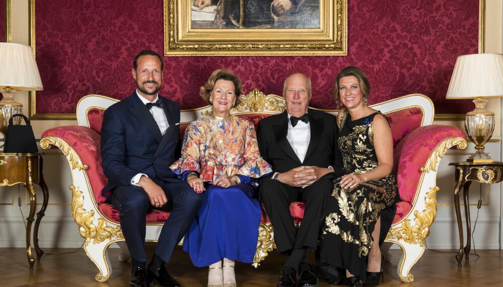 FAMILIERÅD: Prinsesse Märtha lyttet til innspillene fra kronprins Haakon, dronning Sonja og  kong Harald.