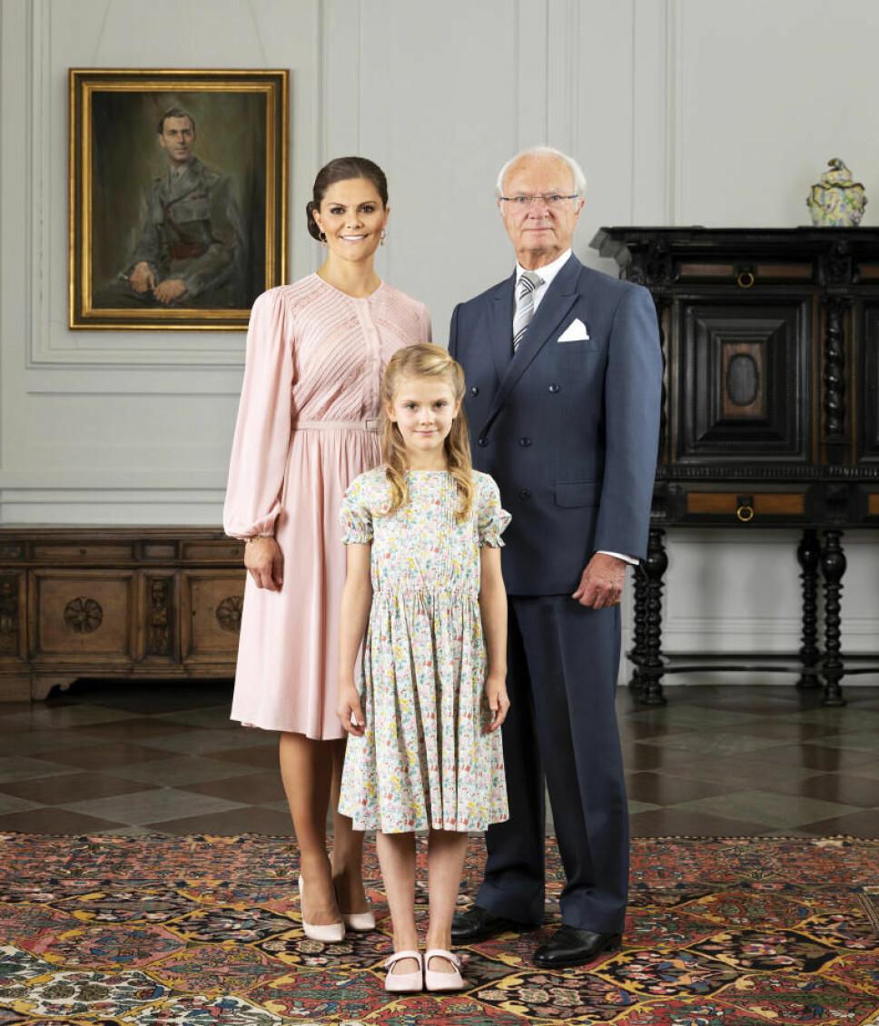 TRE GENERASJONER: Kong Carl Gustaf, kronprinsesse Victoria og prinsesse Estelle skal føre tradisjonen til det svenske kongehuset fremover.