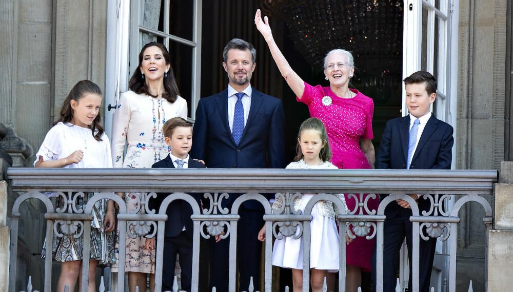 KONGEHUSET: Kronprinsesse Mary, kronprins Frederik og dronning Margrethe skal representere Danmark i tiden framovder. Etterhvert vil de få jobb hjelp av prinsesse Isabella, prins Vincent, prinsese Josephine og prins Christian.