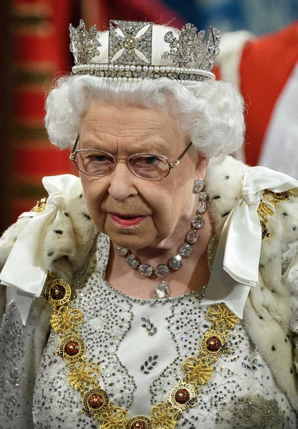 I TRØBBEL: Dronning Elizabeth har mye å tenke på om dagen. Problemene står i kø.
