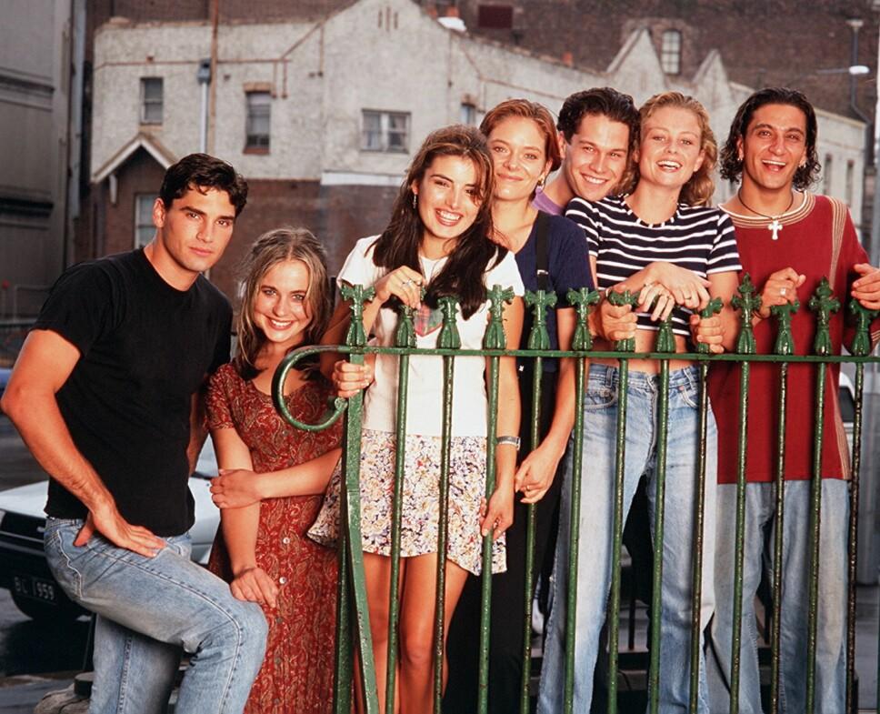 «HEARTBREAK HIGH»: Gjengen i den populære ungdomsserien slik vi husker dem på midten og slutten av 90-tallet.