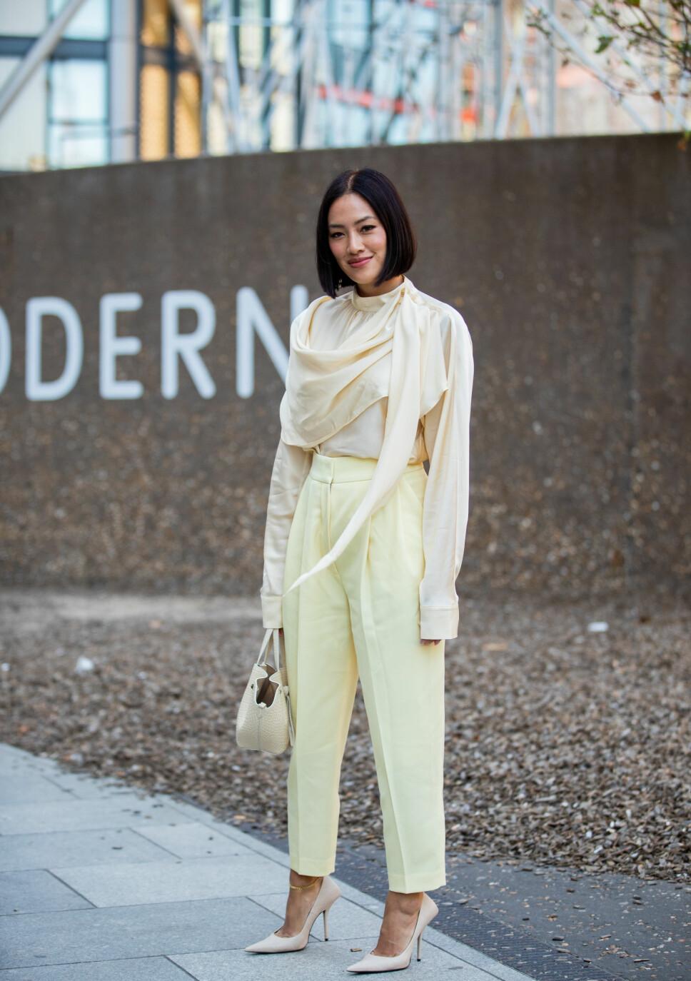 NYDELIG: Tiffany Hus i en omslagsbluse under London Fashion Week i septemeber 2019.
