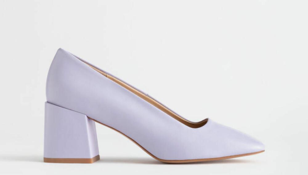 Lavendelfarget med firkantet hæl fra & Other Stories, kr 890.