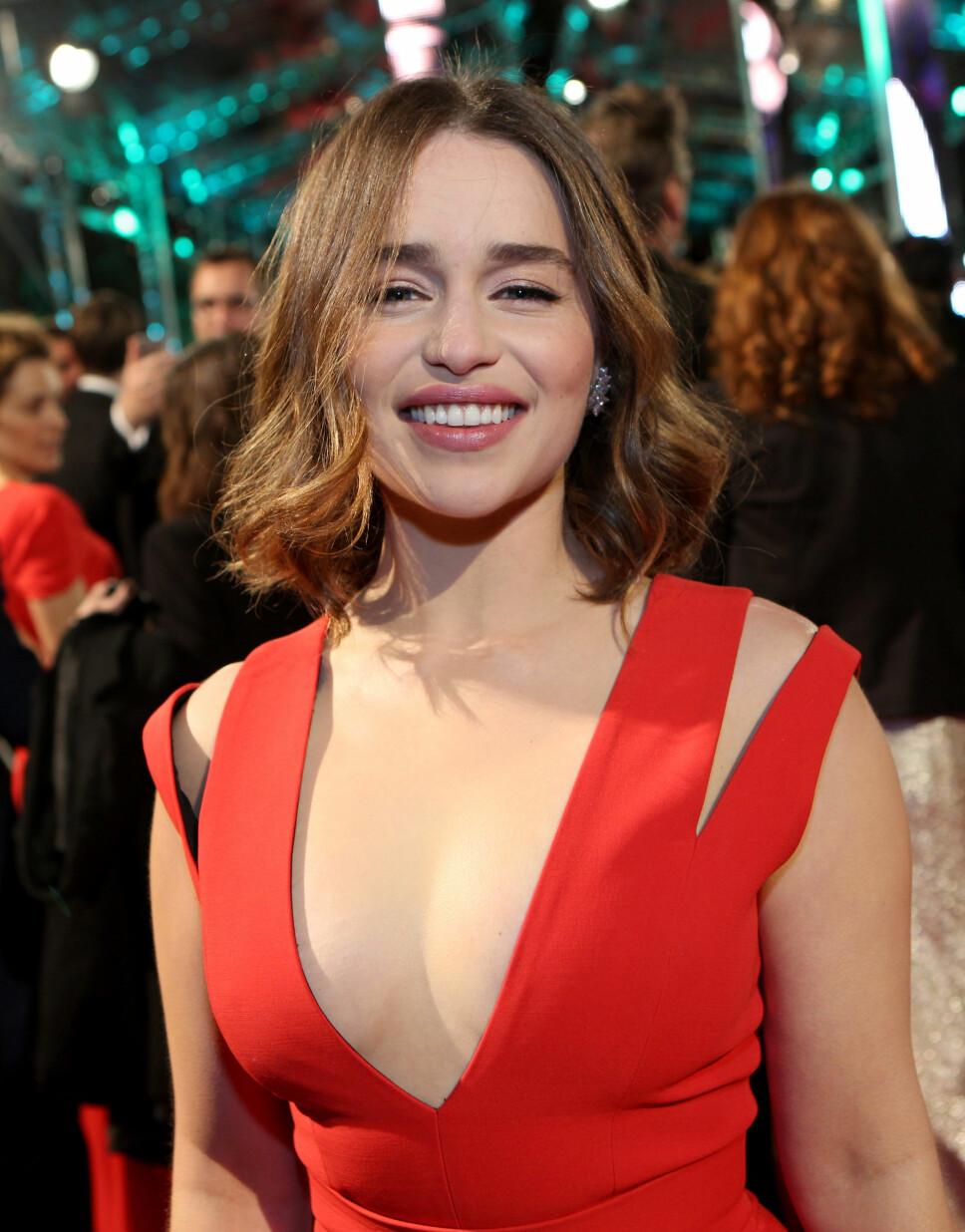VIL IKKE TA SELFIES: Emilia Clarke forteller i Jessie Wares podcast «Table Manners» at hun ikke ønsker å ta flere fan-selfies.