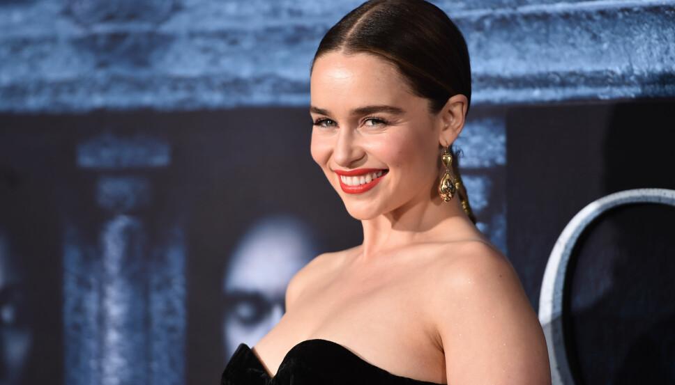 VISSTE HVA SOM SKJEDDE: Emilia Clarke forteller at hun visste hva hun ga opp da hun ble berømt, men innrømmer at hun savner å småprate med folk med vanlig anonymitet.
