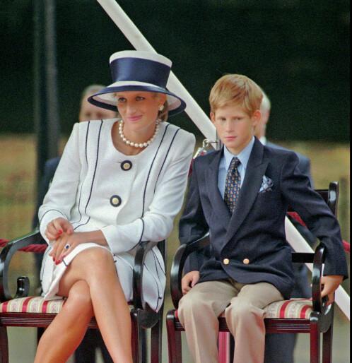 Prins Harry etter å ha blitt pappa selv: - Savner mamma enda mer nå